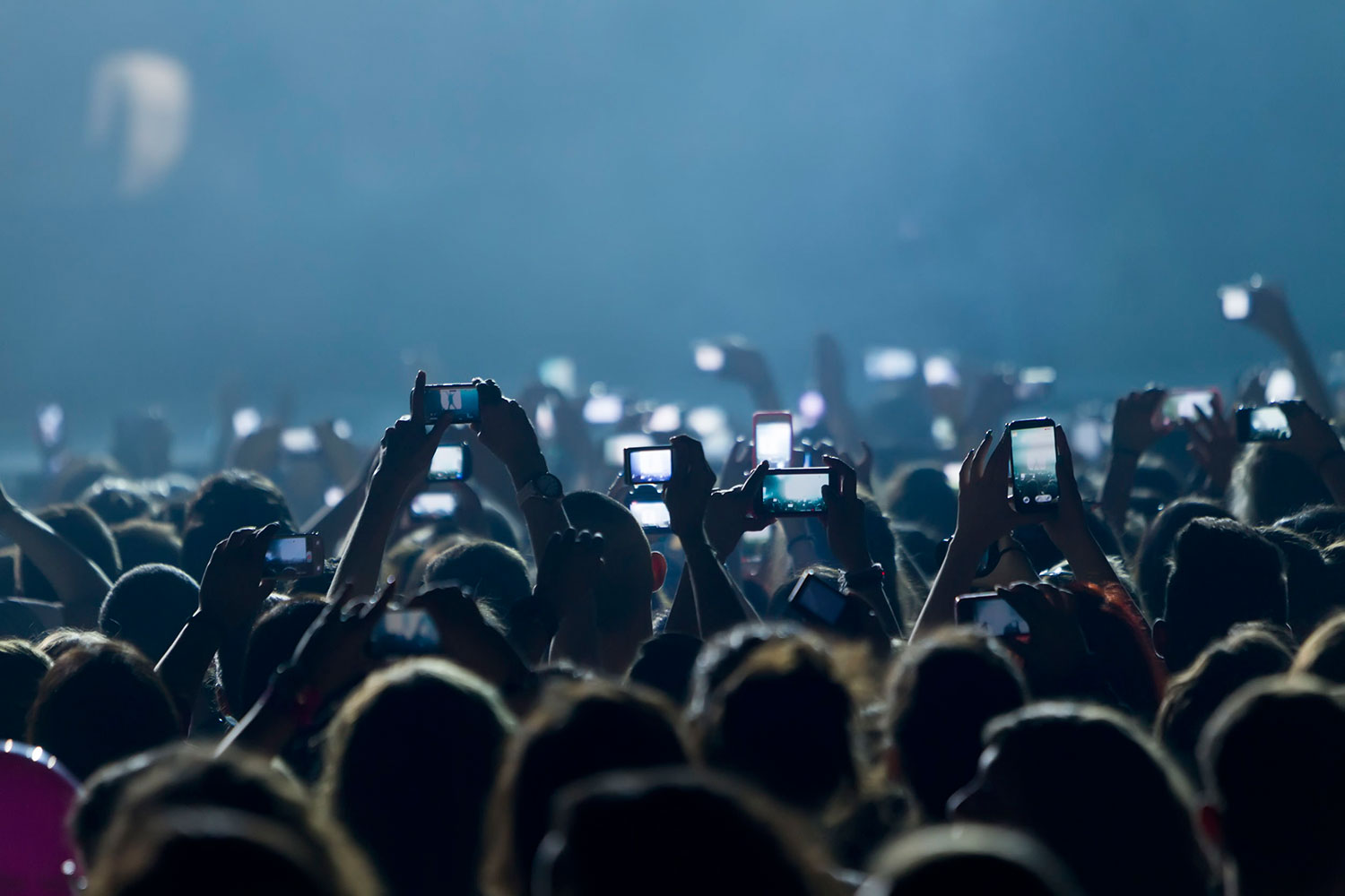Phones-in-crowd